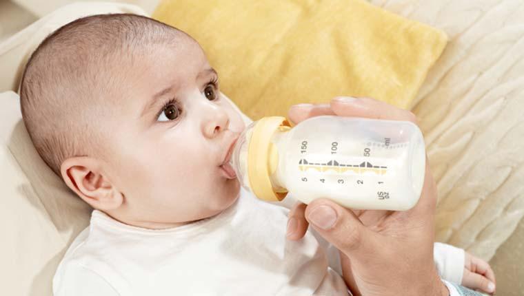 Chọn mua bình sữa cho bé