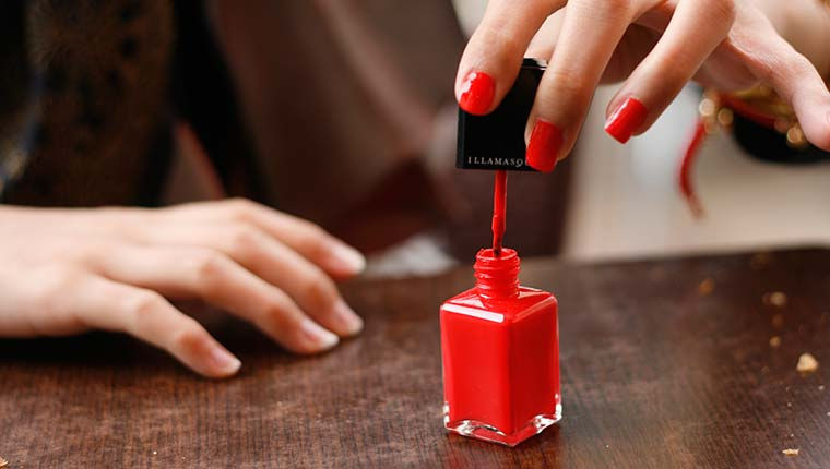 Chọn mua sơn móng tay
