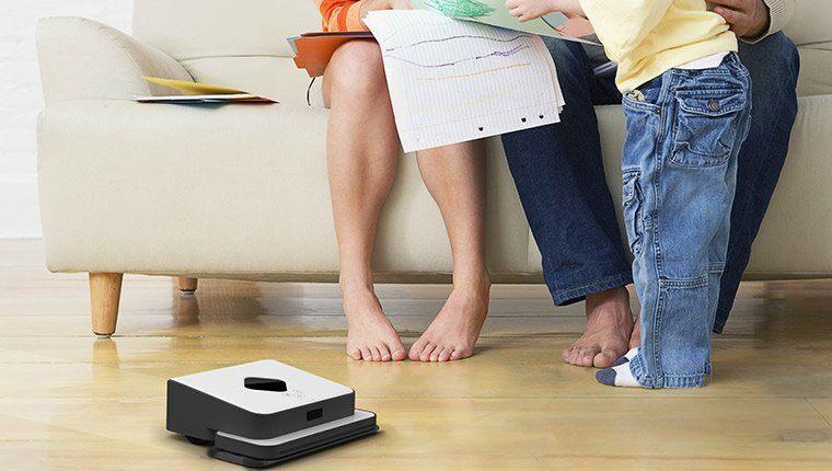 Robot lau nhà iRobot Braava cho sàn nhà sạch và sáng