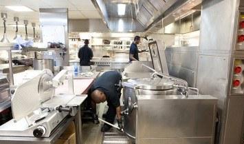 Làm sạch bếp công nghiệp