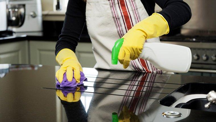 Làm sạch thiết bị nhà bếp