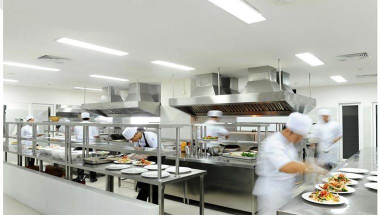 Thiết bị trong bếp nhà hàng