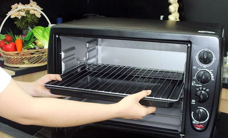 Vệ sinh lò nướng điện đúng cách