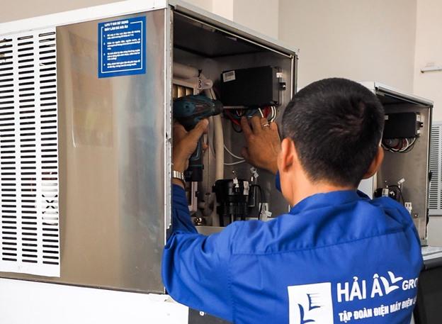 KTV Hải Âu kiểm tra chi tiết, bảo trì máy làm đá cho KH