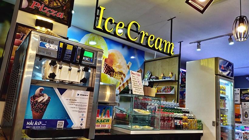 Một địa điểm nhộn nhịp người qua lại sẽ giúp việc kinh doanh kem tươi thuận lợi hơn rất nhiều