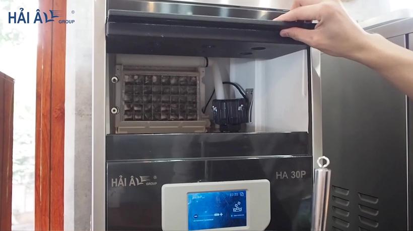 bảng điều khiển và tủ làm đá của máy làm đá Hải Âu HA 30P