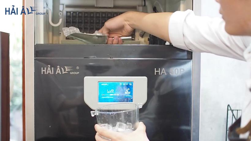 sử dụng đá viên từ máy làm đá HA 50P