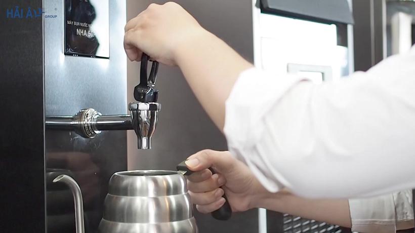 rót lấy nước từ máy đun nước NHA50P