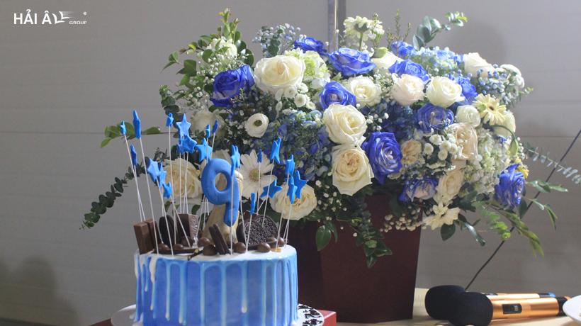 bánh và hoa kỷ niệm 9 năm